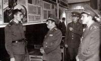 Генерал-майор И. Ф. Рябченко в ленинской комнате