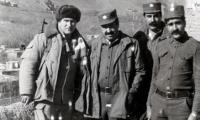 В улусвале Дисабаль-Уссарадж с генералом МВД ДРА Наибхейлем. Впереди перевал Саланг. 1987 г.